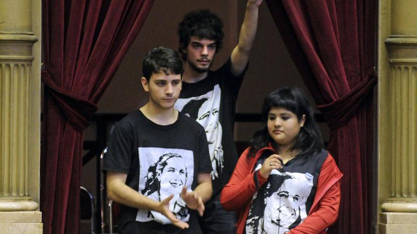 В Аргентине разрешили голосовать школьникам
