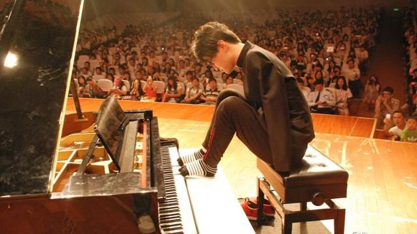 Безрукий пианист Лю Вэй