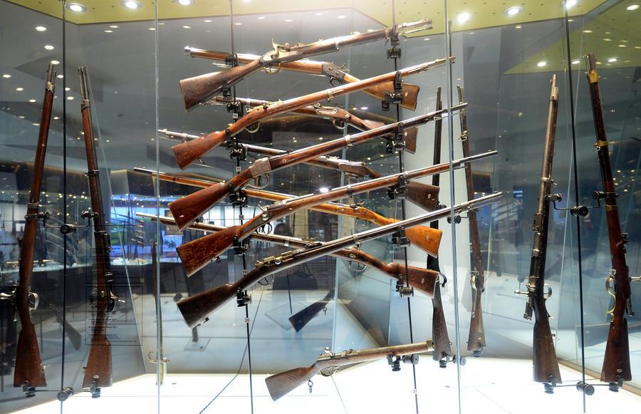 СМИ: Россиянам могут разрешить использовать оружие для любой самообороны
