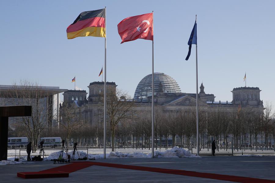Немецко-турецкий неразговорник: немецким туристам в Турции посоветовали не критиковать власти