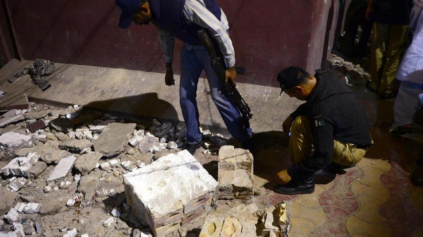 15 человек погибли в результате атаки смертника на базу талибов в Пакистане