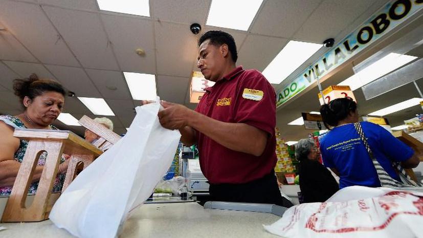 Жители Лос-Анджелеса недовольны запретом на выдачу бесплатных пакетов в супермаркетах