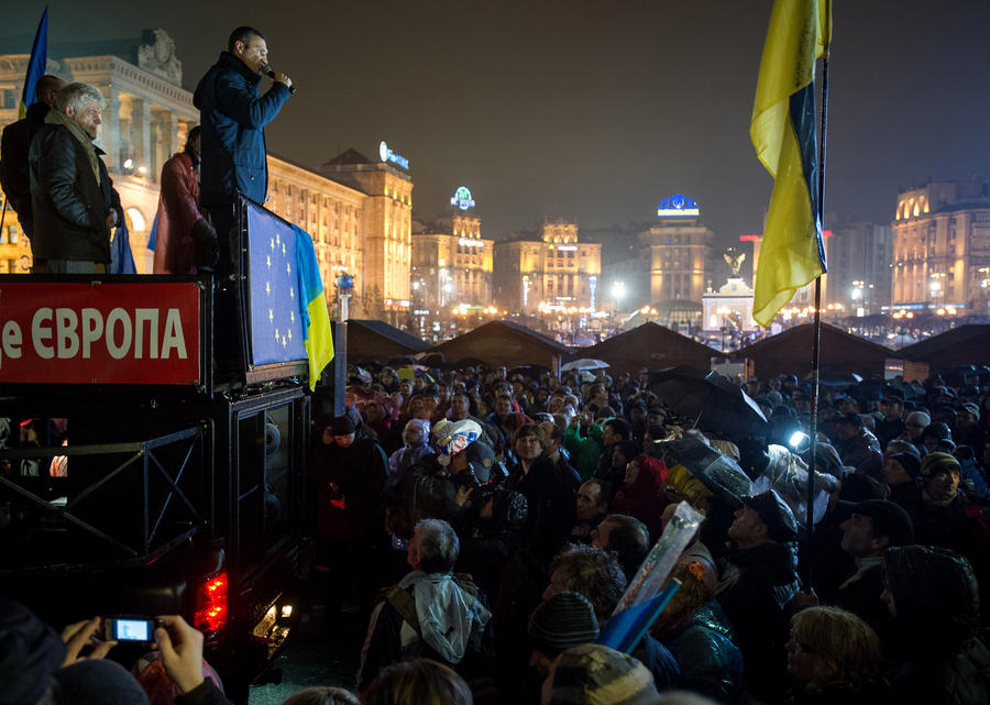 На акции протеста сторонников евроинтеграции в городах Украины вышли тысячи человек