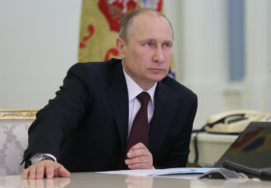 Опрос ВЦИОМ: Владимир Путин - политик года