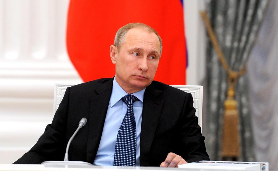 Владимир Путин призвал госкомпании вкладывать деньги в развитие массового спорта, а не покупку звёзд