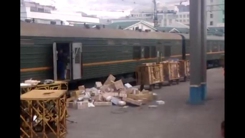 Почта России проверяет новосибирских грузчиков, которые кидали на бетон коробки с посылками