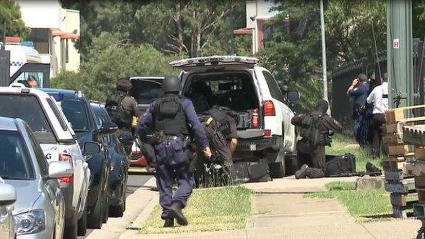 Неизвестный открыл стрельбу на заводе в Австралии и мог захватить заложников, идёт спецоперация
