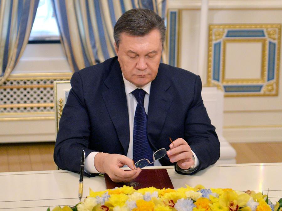 Украинские пограничники заявляют, что не дали вылететь из Донецка самолёту Януковича