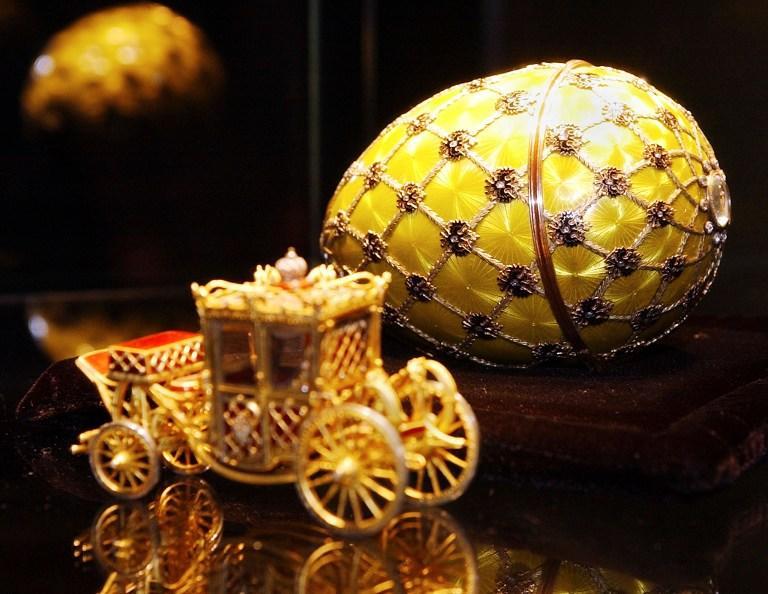 Скупщик золота приобрёл на блошином рынке яйцо Фаберже из коллекции русской императрицы