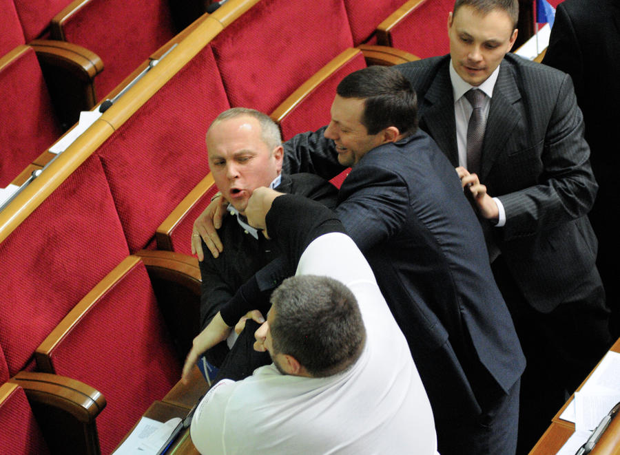 Украинский политик: Верховная рада превратилась в уродливое шоу