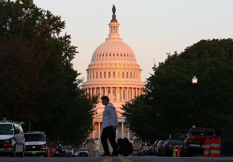 Опрос: Конгресс практически полностью лишился доверия американцев