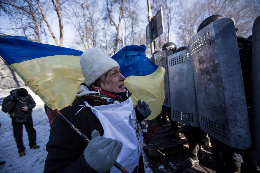 Провокаторы с Майдана пытаются подкупить украинских военнослужащих