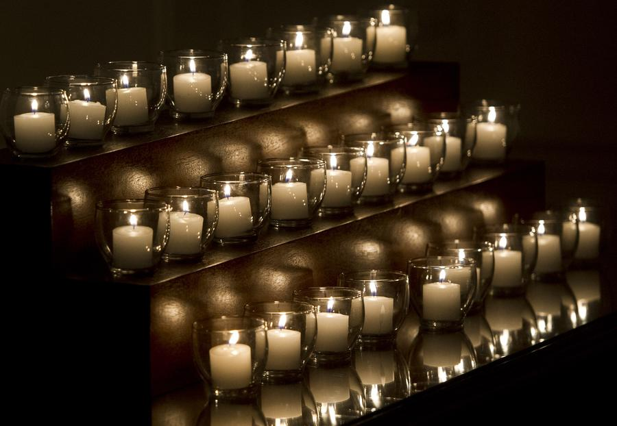 В США почтили память жертв трагедии в средней школе Сэнди Хук
