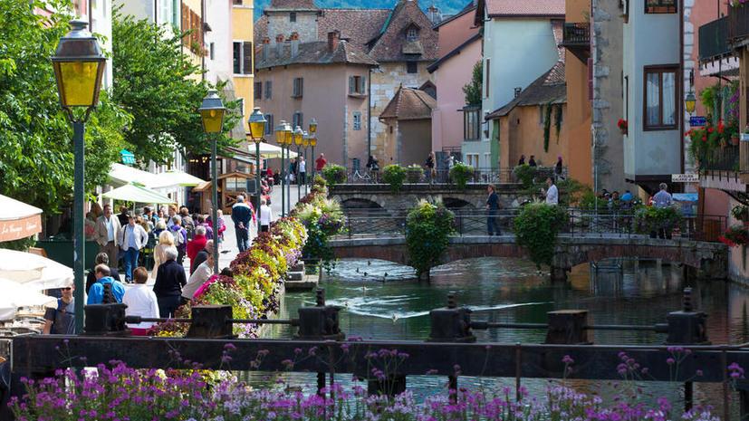 Мэр небольшого городка на юге Франции покинет свой пост после 66 лет бессменного правления