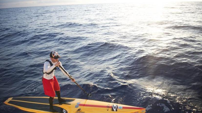 Серфер переплыл Флоридский пролив, используя доску и весло