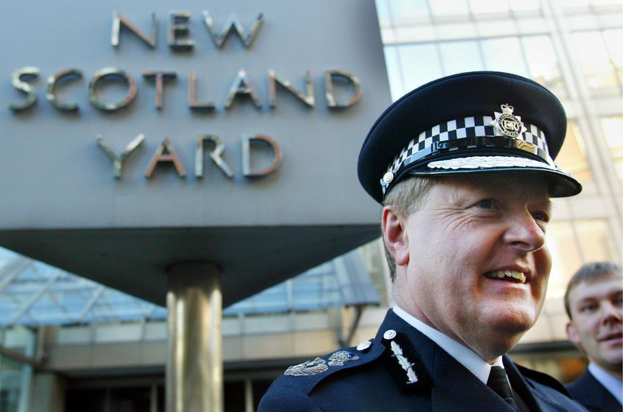 Бывший глава Скотленд-Ярда: Разоблачителей надо судить как террористов