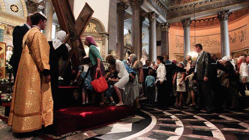 За два дня кресту Андрея Первозванного поклонились более 60 тыс. петербуржцев