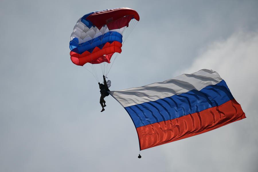 Законопроект о российском гимне и флаге принят в первом чтении