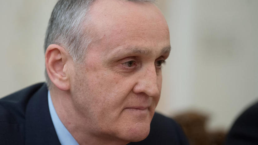 Президент Абхазии Александр Анкваб договорился о встрече с назначенным парламентом и.о. президента Валерием Бганбой