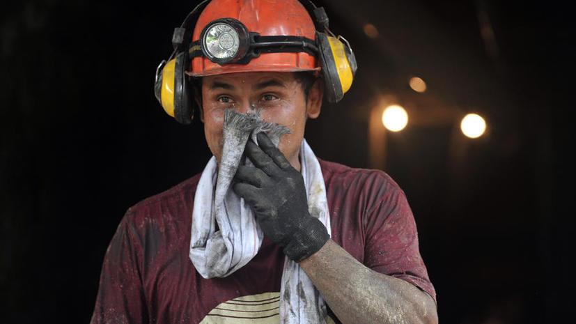 Спасатели эвакуировали 93 горняков из загоревшейся шахты на Урале