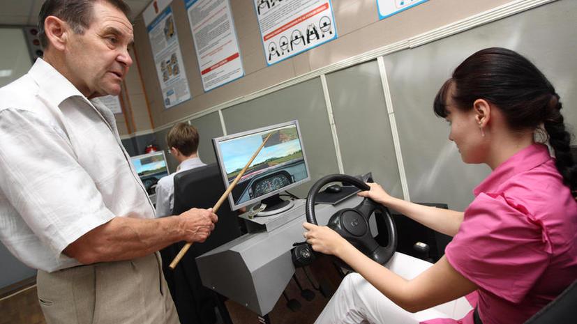СМИ: МВД рассмотрит предложение об обучении на праворульных машинах