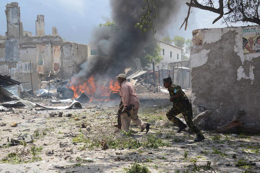 В результате терактов в столице Сомали погибли 34 человека