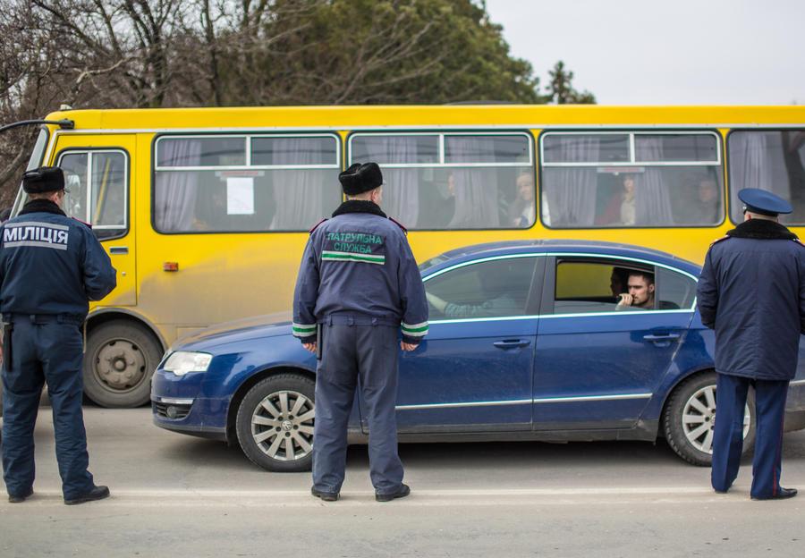 СМИ: Крымским машинам дадут российские номера