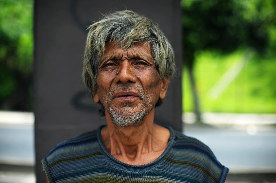 Программист решил спасти бездомного, обучив его кодингу