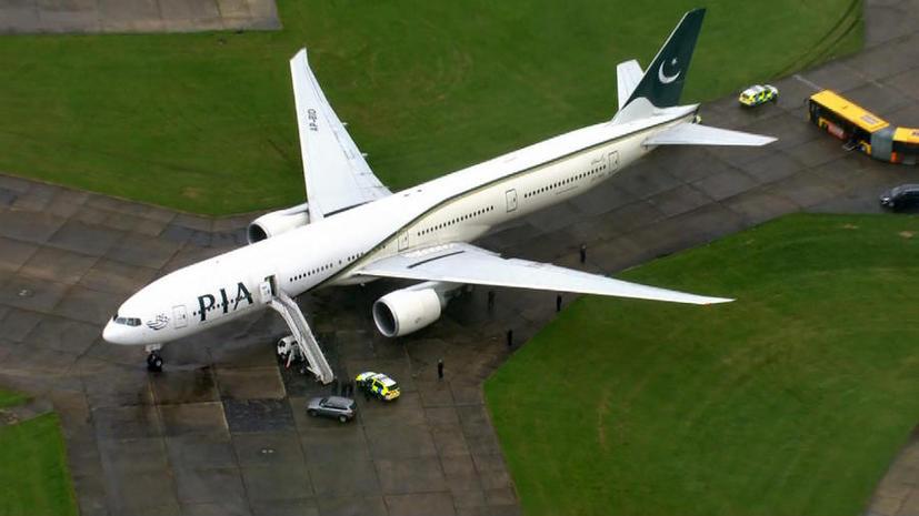 Британская полиция арестовала двух пассажиров пакистанского рейса, которые обещали взорвать самолёт