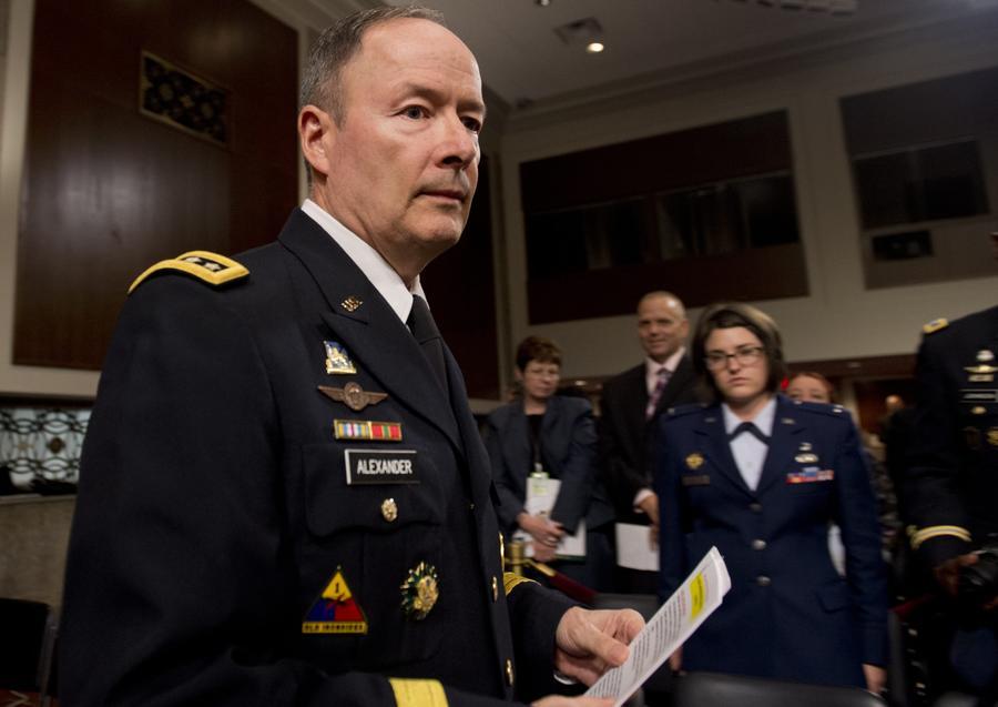 Кит Александер: Прослушка телефонов и слежка в интернете предотвратили десятки терактов в США