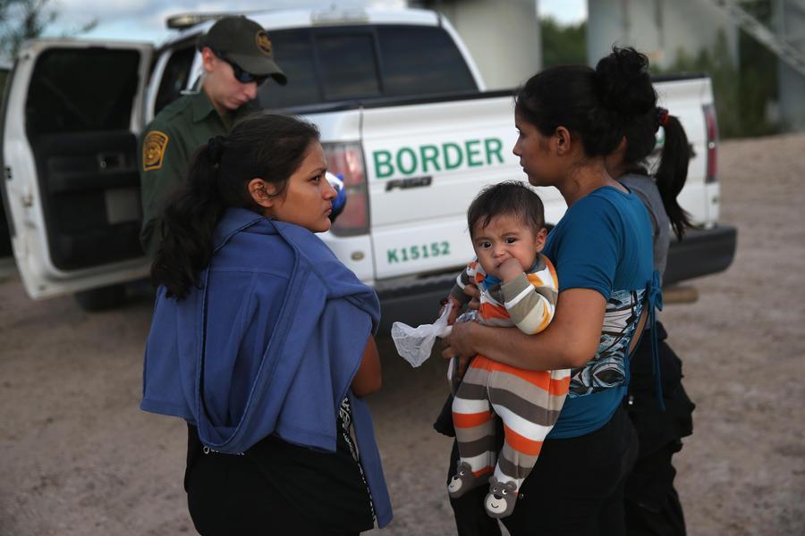 Половина жителей США не поддерживает иммиграционную реформу, ограничивающую депортацию нелегалов