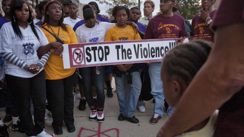 В Чикаго борются с преступностью, отправляя подростков на йогу