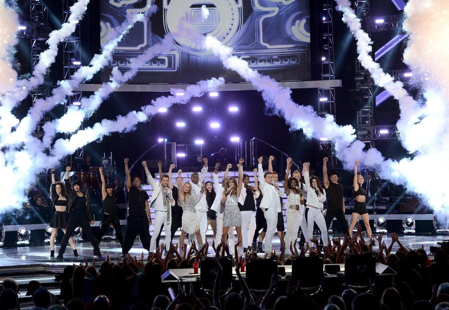 Директор отдела реалити-шоу телеканала Fox увольняется из-за низких рейтингов American Idol