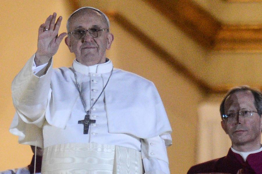 Папа Римский: Выброшенной едой можно накормить голодающих во всём мире