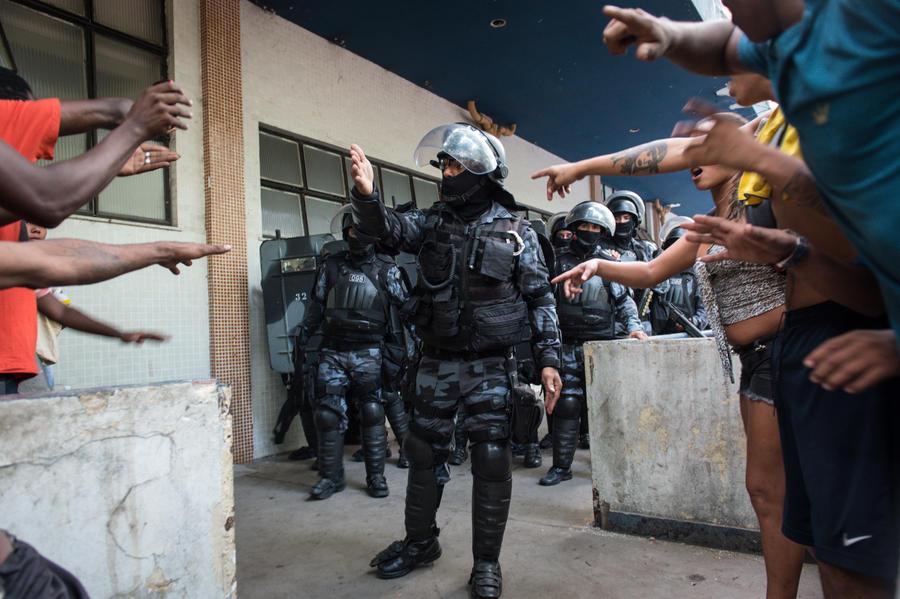 На северо-востоке Бразилии заключённые взяли в заложники более 120 человек