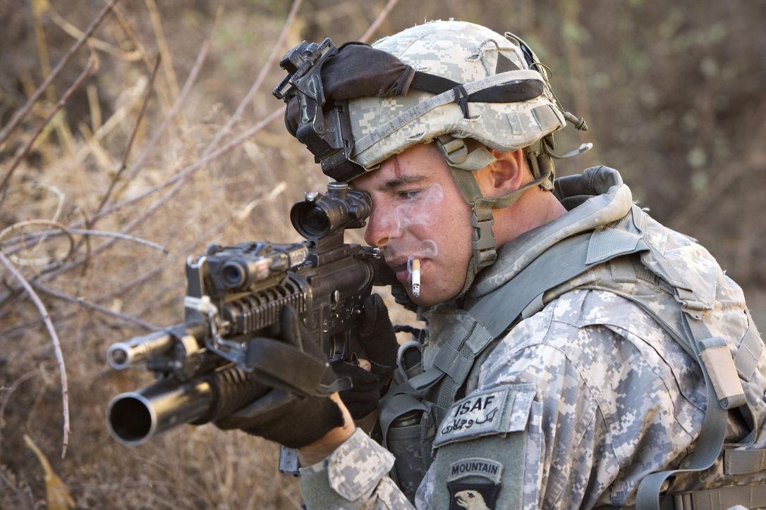 Курение подрывает здоровье военнослужащих по всему миру