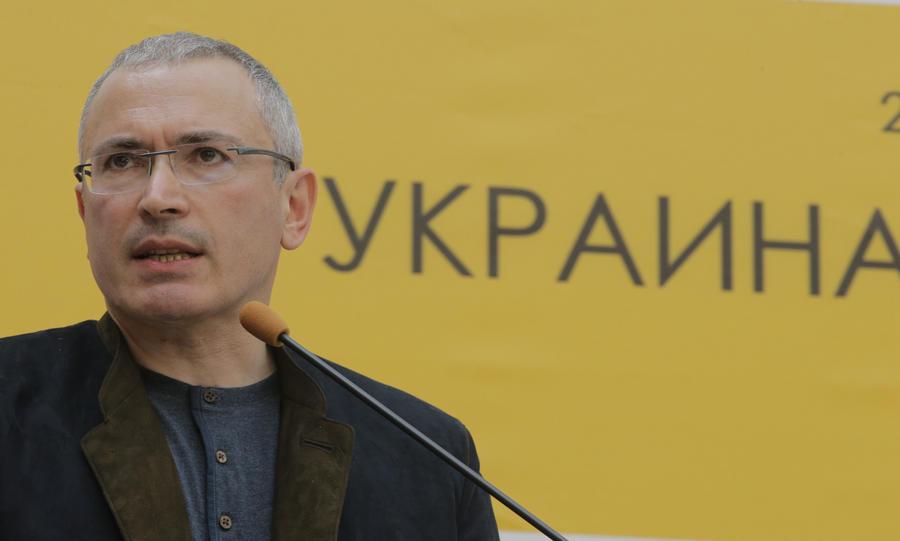 Участники митинга в Донецке не пустили Михаила Ходорковского в здание обладминистрации