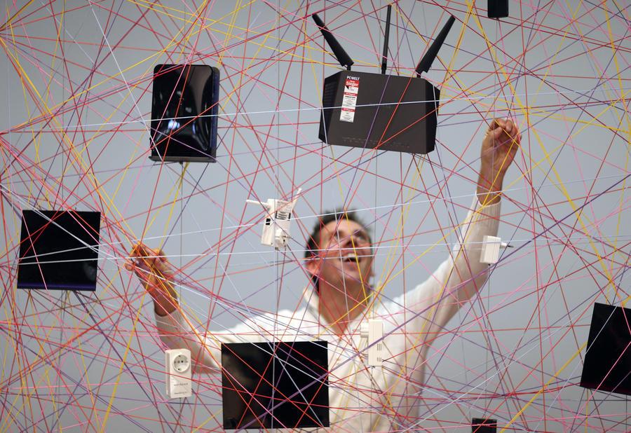 Опрос: Россияне всё реже заходят в интернет с компьютеров