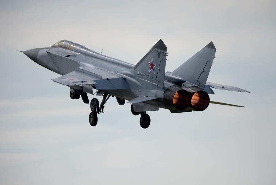 Военные лётчики совершили уникальный авиаперелёт истребителей-перехватчиков МиГ-31БМ