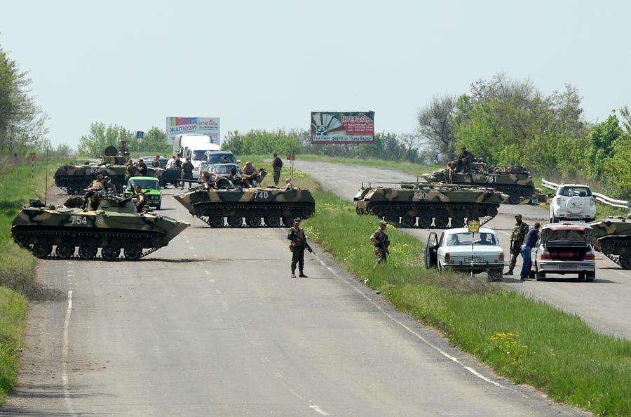 На выезде из Славянска идёт бой: есть погибшие, более десятка раненых