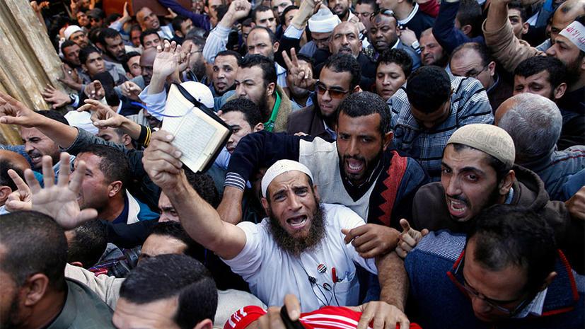 Египетские оппозиционеры прорвались к президентскому дворцу