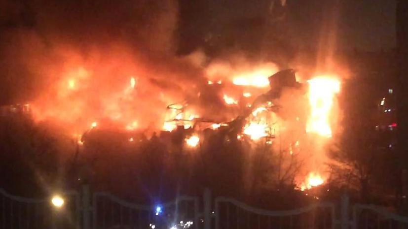 В Москве горит здание библиотеки Института общественных наук