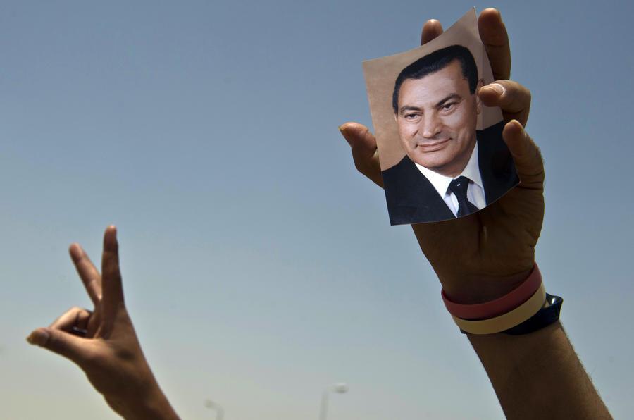 Каирский суд постановил освободить сыновей Хосни Мубарака