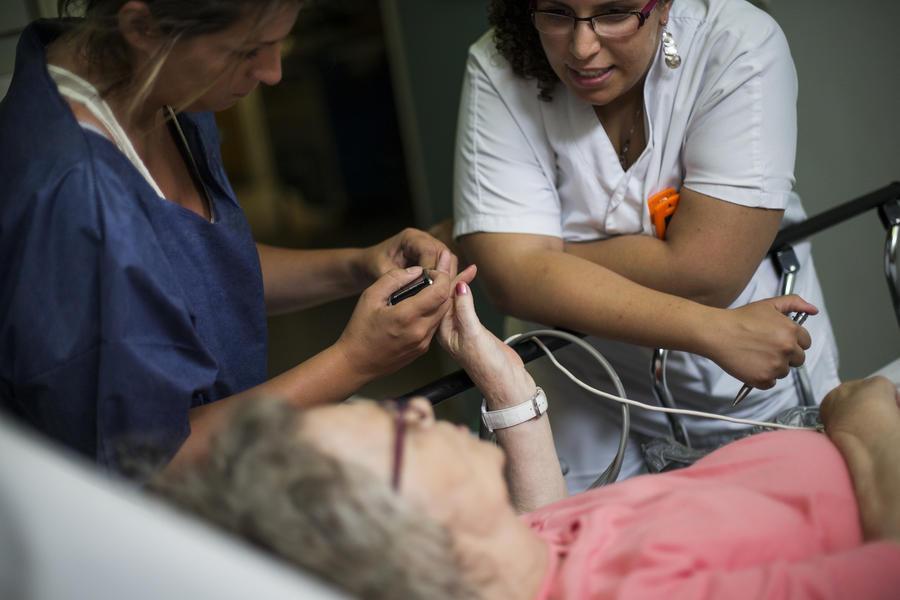 Бразилия нанимает 4 тыс. кубинских врачей