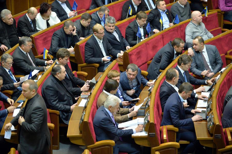 Верховная рада уволила судей КС и назначила новых силовиков