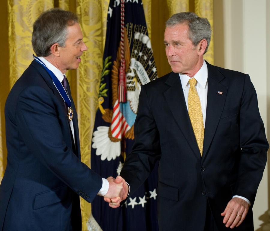 Секретные переговоры Джорджа Буша и Тони Блэра о военной операции в Ираке будут преданы гласности