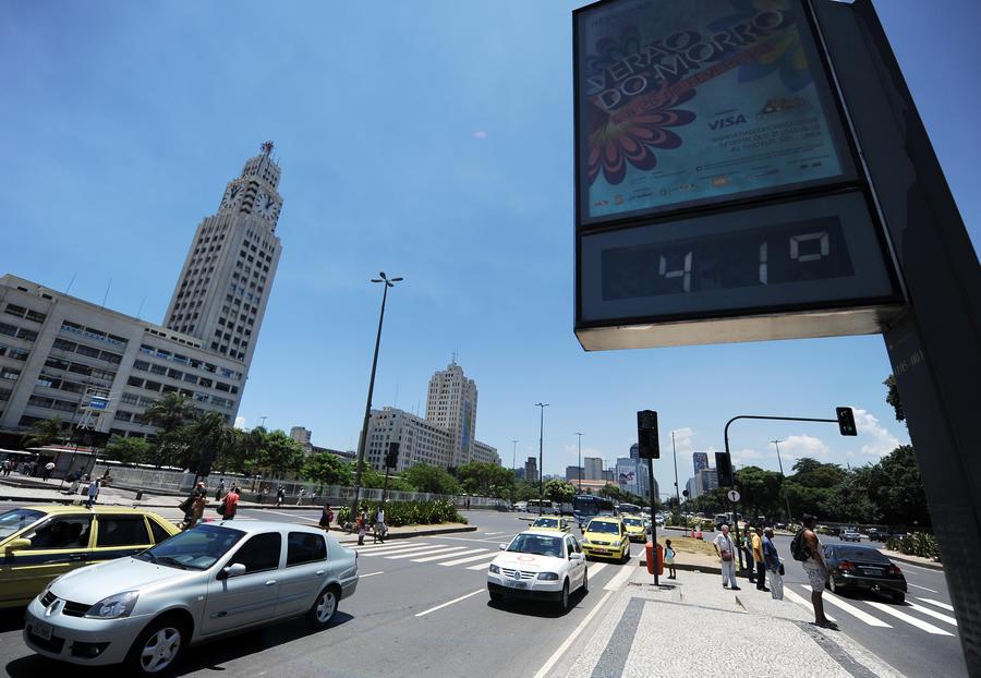 Судьи чемпионата мира в Бразилии смогут делать перерывы в матчах при сильной жаре
