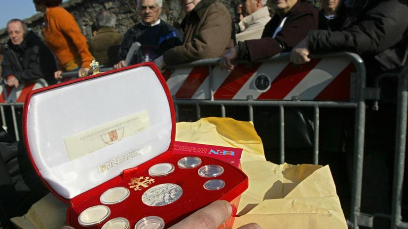 Юбилейные монеты Ватикана отчеканили с ошибкой в имени Христа