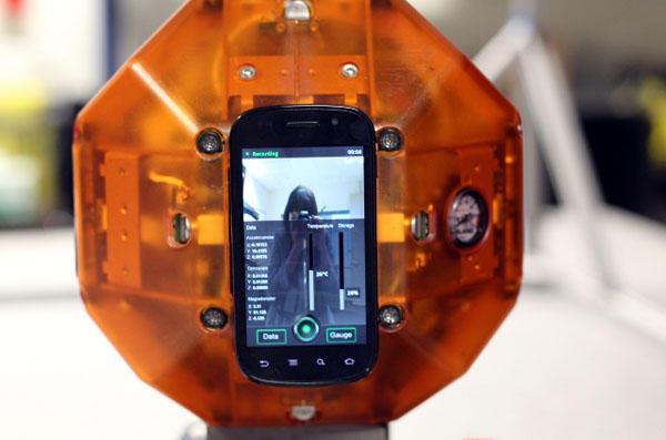 NASA управляет спутниками со смартфонов