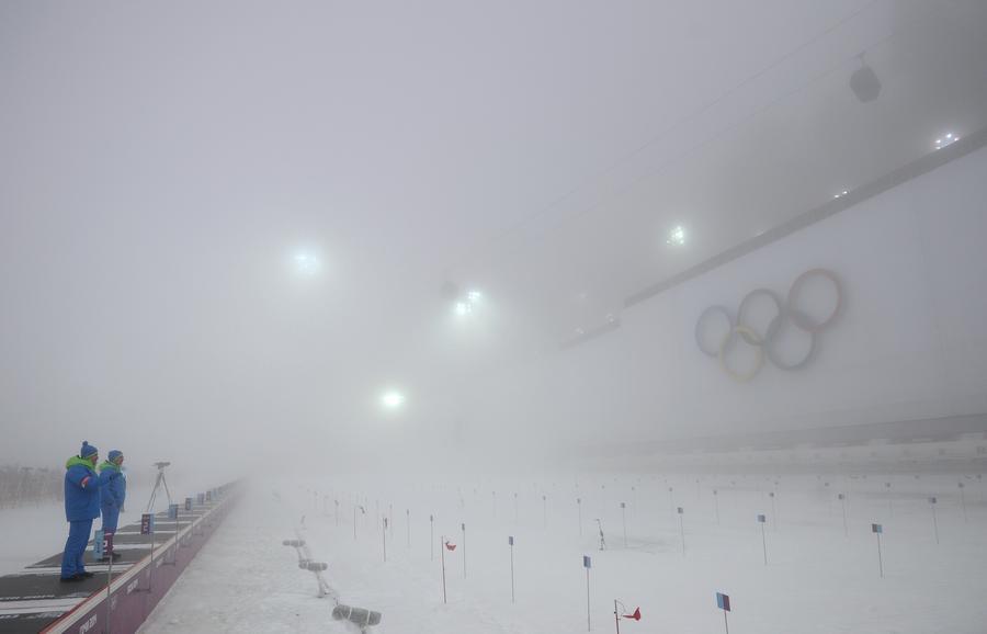 Итоги олимпийского воскресенья: серебро российских лыжников и капризы погоды